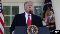 """Donald Trump veut sévir contre les """"dépassements de visa"""""""