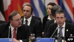 Министр иностранных дел Грузии Григол Вашадзе и Генсек НАТО Андерс Фог Расмуссен
