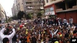 被罢黜的埃及前总统穆尔西的支持者11月29日在开罗举行集会