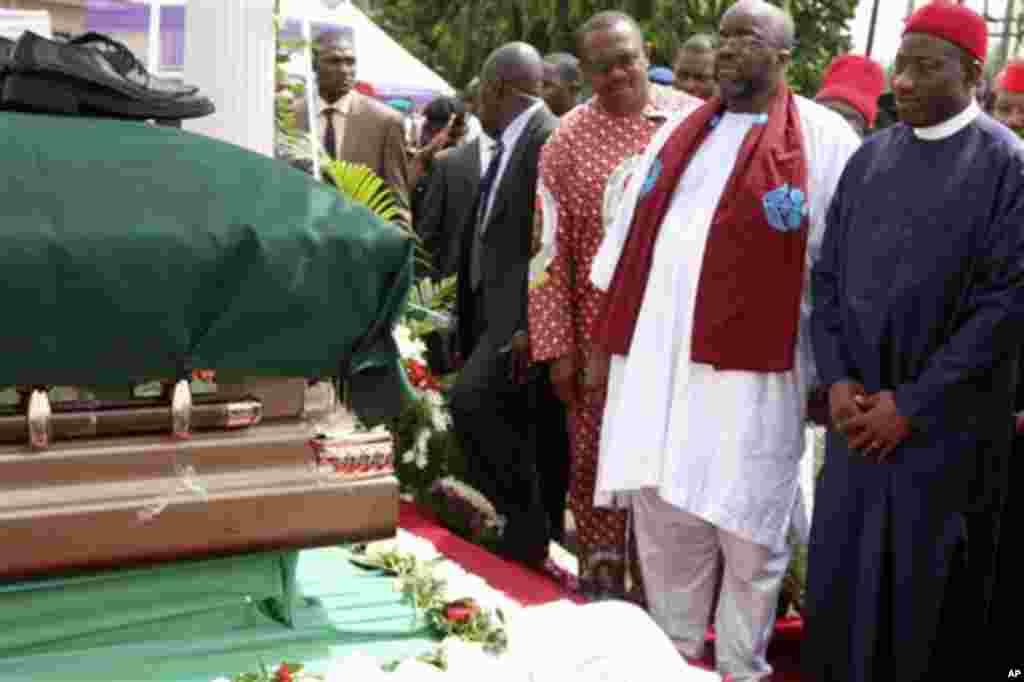 Shugaban Nijeriya Goodluck Jonathan. An yi jana'izar shugaban kungiyar Biafra Ojukwu.