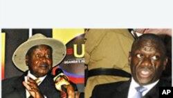 Rais wa Uganda Yoweri Museveni (L) akiwa na mpinzani wake wa kisiasa Kizza Besigye mjini Kampala