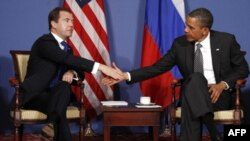Američki predsednik Obama i ruski predsednik Dmitrij Medvedev sastali se na marginama samita Grupe 8 u Francuskoj, 26. maj 2011.