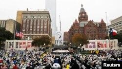 La plaza Dealey en Dallas, Texas, donde asesinaron al presidente número 35 de EE.UU., John F. Kennedy sirvió de escenario para recordar los 50 años de su trágica muerte.