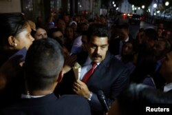 Venezuela's President Nicolas Maduro (C) greets supporters after his meeting with representatives of the Venezuelan coalition of opposition parties Mesa de la Unidad (MUD) and the Union of South American Nations' foreign ministers in Caracas, April 8, 2014.