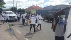 """""""Com positiva, não se reprova!"""" marca protestos de técnicos de Saúde não contratados pelo Governo na Huíla - 2:00"""