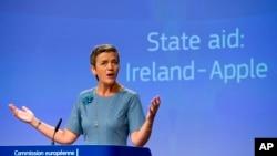 Komisaris Kompetisi Uni Eropa Margrethe Vestager dalam konferensi pers di markas besar Uni Eropa di Brussels, 30 Agustus 2016 (AP Photo/Virginia Mayo)