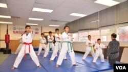 Trong một buổi tập luyện tại võ đường Hiệp quyền đạo, Virginia, Hoa Kỳ.