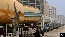 گفته می شود که در قرارداد کنونی تیل اردوی ملی ۲۱۵ میلیون دالر تفاوت وجود دارد