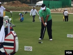 Thai golfer Kiradech Aphibarnrat practices on the Olympic course in Rio de Janeiro, Brazil.(P. Brewer/VOA)