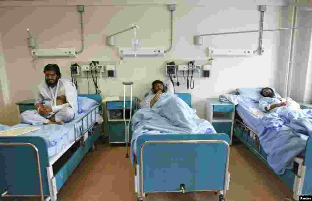 Paktika vilayətindəki intiharçı hücumu zamanı yaralananlar Kabil xəstəxanasına gətirilib - 24 noyabr. 2014