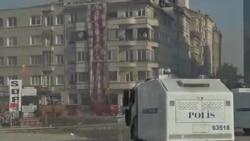土耳其警察进入伊斯坦布尔的塔克西姆广场