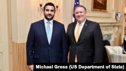 Thứ trưởng Quốc phòng Ảrập Xêút Khalid bin Salman (trái) trong một cuộc gặp với Ngoại trưởng Mỹ Mike Pompeo.