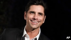 John Stamos di pesta Oscar oleh AIDS Foundation yang didirikan Elton John (22/2) di West Hollywood, California