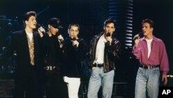 گروه «نیو کیدز آن د بلاک» در کنسرت لوس آنجلس، فوریه ۱۹۹۲