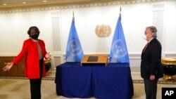 Tân Đại sứ Mỹ tại Liên hiệp quốc Linda Thomas- Greenfield trình ủy nhiệm thư lên Tổng thư ký Liên hiệp quốc Antonio Guterres ngày 25/2/2021.