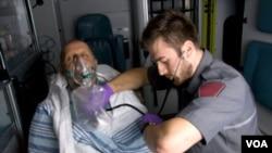 Pelatihan CPR di kalangan masyarakat ekonomi lemah dapat membantu menyelamatkan nyawa akibat serangan jantung seperti ini.