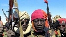 Enfants-soldats sur le champ de bataille de Hadjer marfain dans l'est du Tchad.