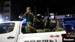 5월 29일 콜롬비아 군 경찰이 칼리 시내를 순찰하고 있다.