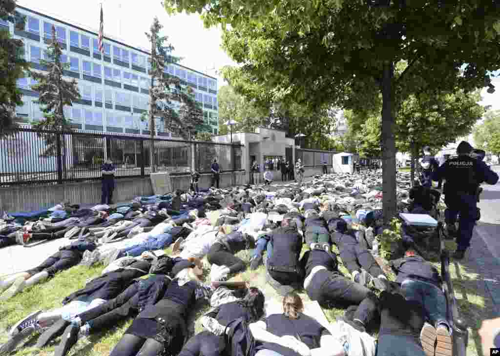 Pepole protest against racism in front of the U.S. Embassy in Otwock, Poland, Thursday, June 4, 2020 in reaction to the death of George Floyd. (AP Photo/Czarek Sokolowski)