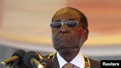 津巴布韦总统穆加贝在哈拉雷,2015年8月10日。(资料照片)