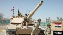 Char de combat Abrams (Abrahams tank) en Irak.