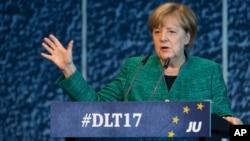 德国总理默克尔在德累斯顿召开的基督教民主联盟青年会议上讲话。(2017年10月7日)