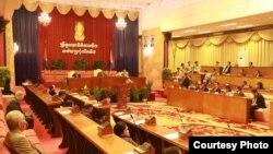 Luật quản lý các tổ chức bất vụ lợi và NGO được thông qua tại kỳ họp thứ 7 của thượng viện Campuchia vào ngày 24/7/2015.