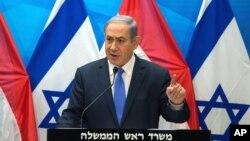 Perdana Menteri Benjamin Netanyahu menyampaikan konferensi pers di Yerusalem, Selasa (14/7).