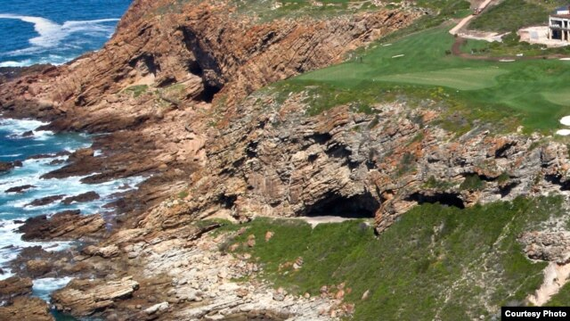 The excavation site is at Pinnacle Point, Mossel Bay, on the southern coast of South Africa. The cave opening is in the center of this image. (Photo: Erich Fisher)