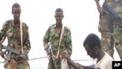 체포되는 소말리아 해적들 (자료사진)
