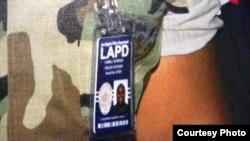 多尔纳的警察证件 (洛杉矶市警局提供)