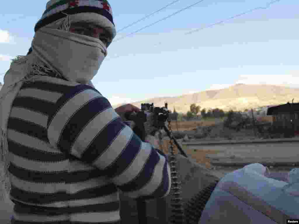 Опозиційний боєць у місті Дарія