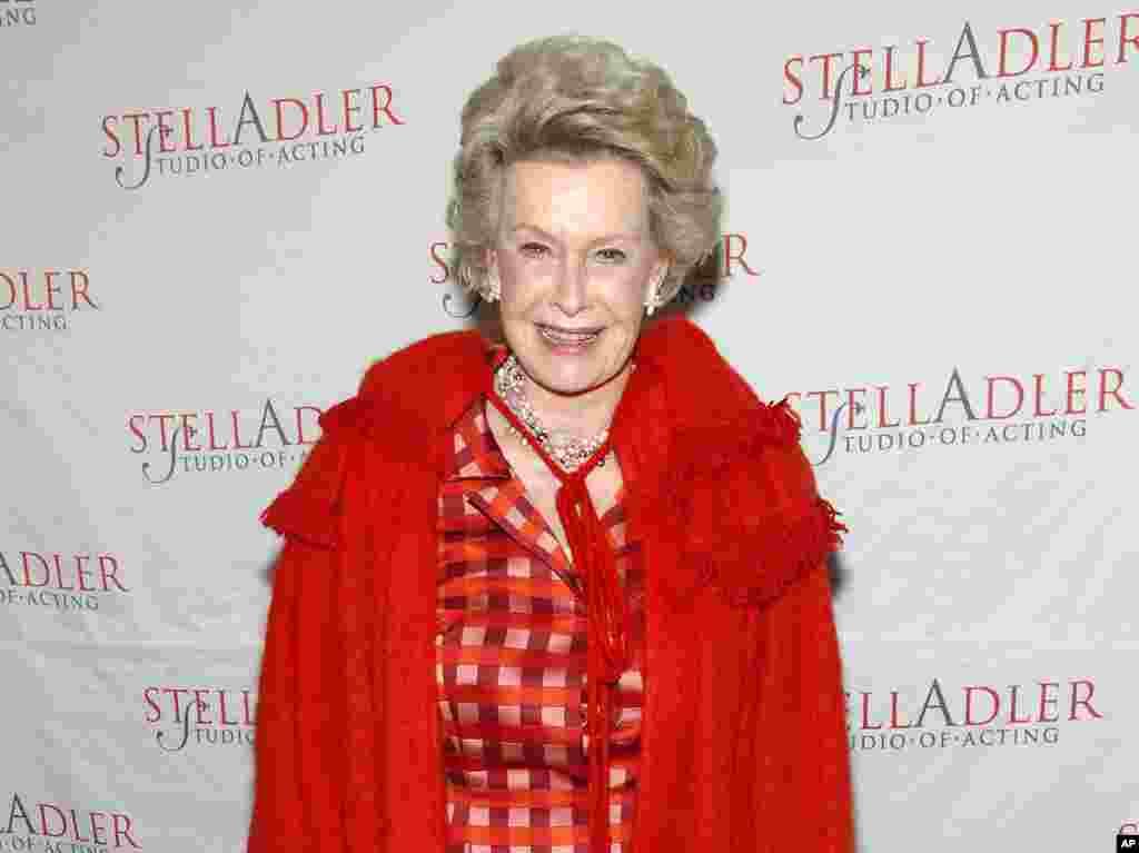 美国名媛和演员迪娜·美林(Dina Merrill)在纽约参加慈善活动(2008年)。她在2017年5月22日去世,享年93岁。