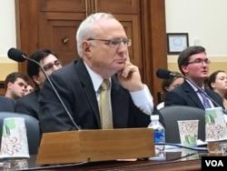 美国国务院负责国际宗教自由无所任大使大卫.萨珀斯坦 (美国之音张佩芝拍摄)