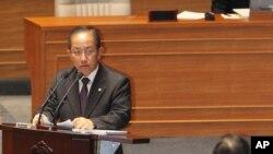 국회 대정부질문에서 답변하는 김태영 한국 국방부 장관