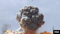 Serangan udara koalisi pimpinan AS menghancurkan kendaraan militer milik pendukung Gaddafi (20/3).