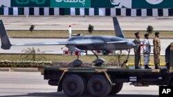 Máy bay không người lái vũ trang của Pakistan trong lễ diễu hành mừng Quốc khánh ở Islamabad, ngày 23 tháng 3, 2015.