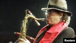 Gato Barbieri nació en Argentina en el seno de una familia que incluía a varios músicos.