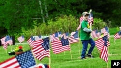 美国民众纪念为国捐躯的阵亡将士