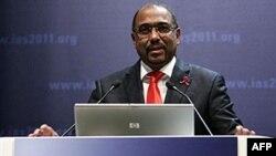 Giám đốc điều hành của Cơ quan Phòng Chống AIDS của Liên hiệp quốc Michel Sidibe phát biểu tại Hội nghị về HIV/AIDS ở Rome