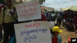 About 1,500 workers demonstrated at the Canadia Industrial Park in Phnom Penh's Dangkor district, followed by another 1,000 workers at the nearby Vattanac Industrial Park.