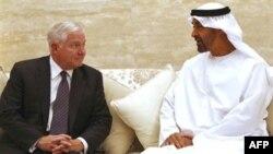 Bộ trưởng Quốc phòng Hoa Kỳ Robert Gates và Hoàng tử của UAE Sheikh Mohammed bin Zayed bin Sultan Al Nahyan