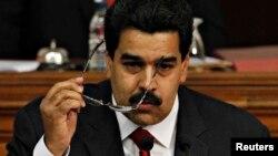 El vicepresidente Maduro asegura que Chávez asimila con espíritu de batalla el nuevo tratamiento al que es sometido.