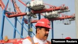 Archivo. El presidente en disputa de Venezuela, Nicolás Maduro, en la ceremonia de apertura de la terminal del puerto La Guaira.