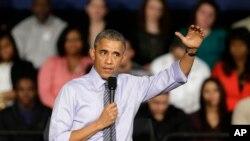 2015年2月6日奧巴馬總統在印第安納波利斯一所社區大學中演講後回答聽眾的問題。