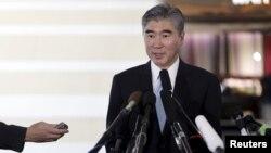 미국의 북 핵 6자회담 수석대표인 성 김 국무부 대북정책특별대표가 29일 중국 베이징에서 기자회견을 갖고 있다.