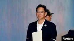 Wakil Ketua Samsung Electronics, Jay Y. Lee, tiba di pengadilan di Seoul, Korea Selatan, 12 Oktober 2017.