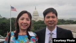 Tiến sĩ Luật Cù Huy Hà Vũ và vợ Luật sư Nguyễn Thị Dương Hà tại Thủ đô Washington.