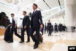 Tim sepak bola Jepang tiba di bandara Dubai untuk mengikuti turnamen Piala AFC Asian 2019, 3 Januari 2019.