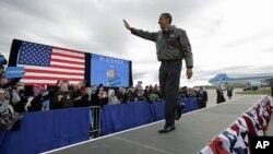 奥巴马总统11月1日在威斯康辛州一个国家机场进行竞选